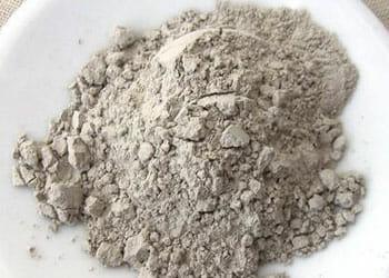 Bentonite clay in a bowl