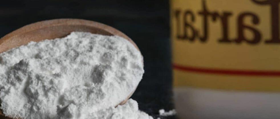 Tartar powder on spoon used in cream of tartar method